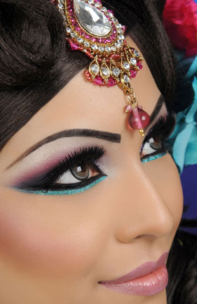 beautiful eye shadow on asian bride