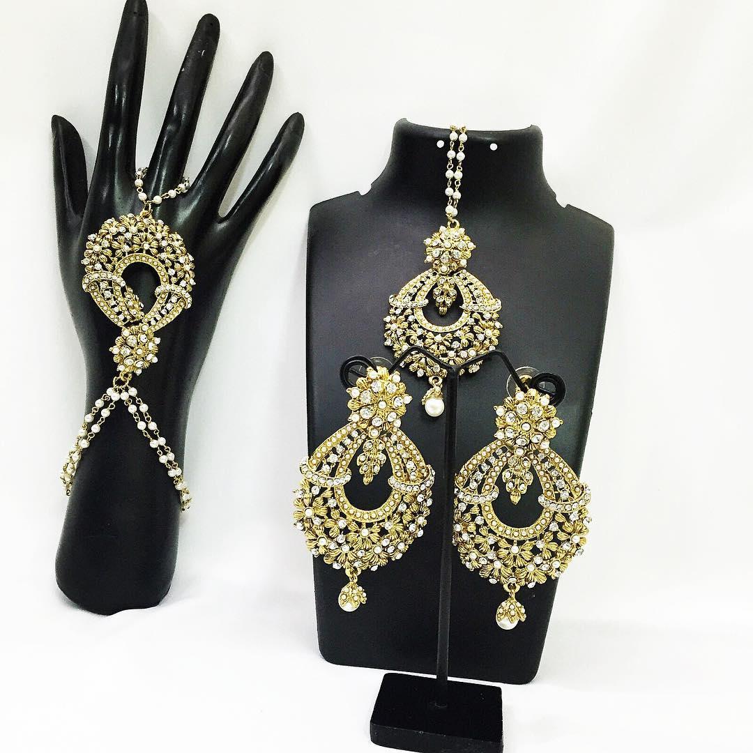 hannahaccessories1_hand-panja-earrings-set