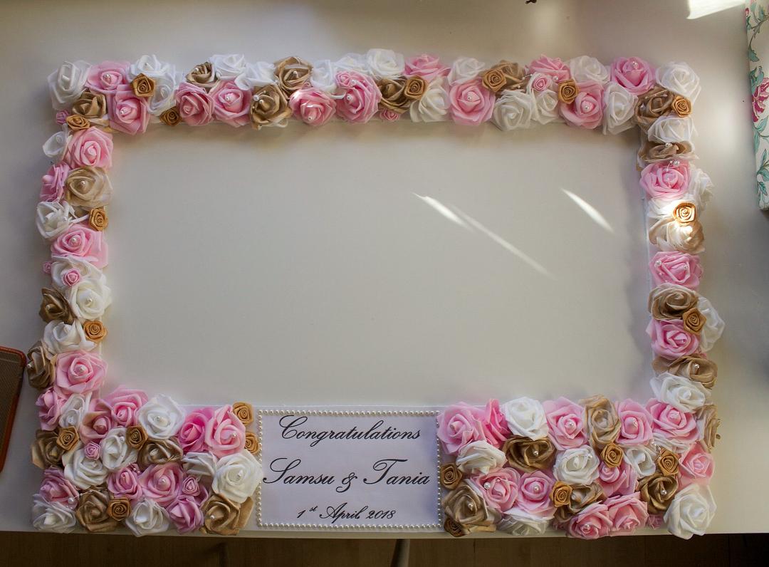 amour.afnan_gold-pink-white-frame