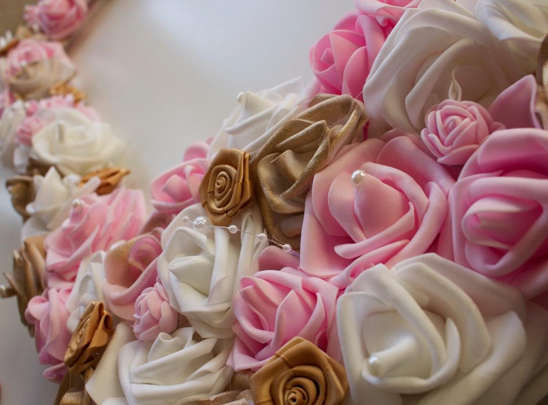 amour.afnan_gold-pink-white-frame2