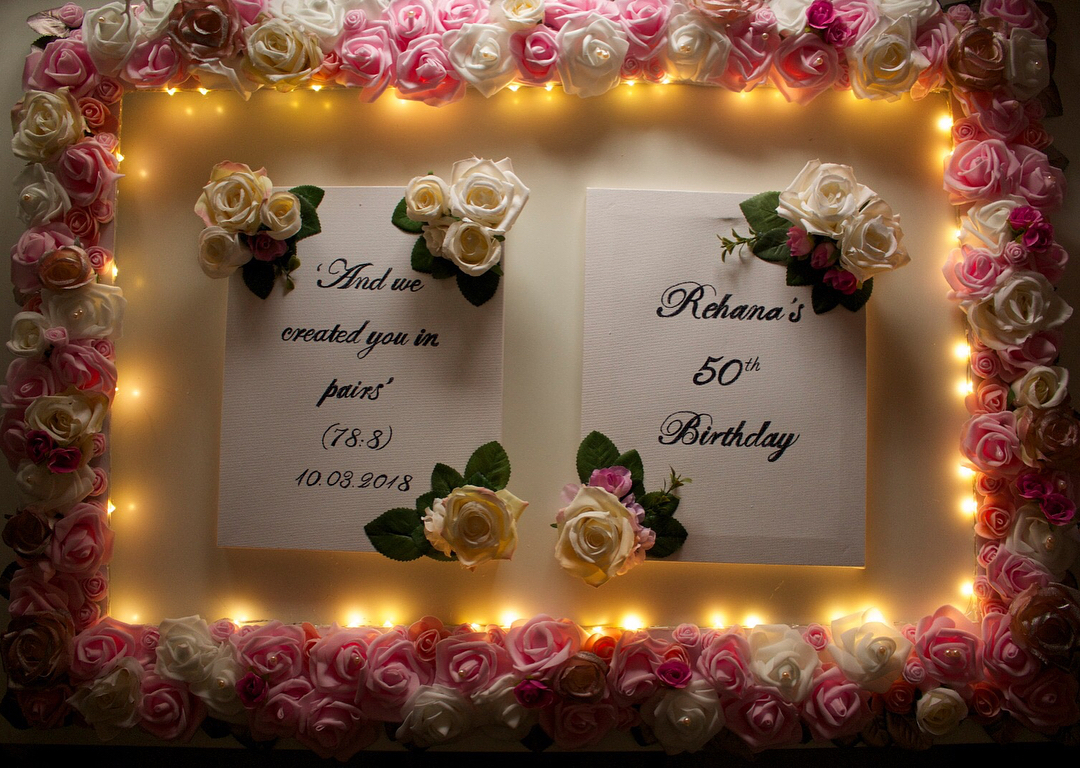 amour.afnan_light-up-frame-and-personalised-canvas